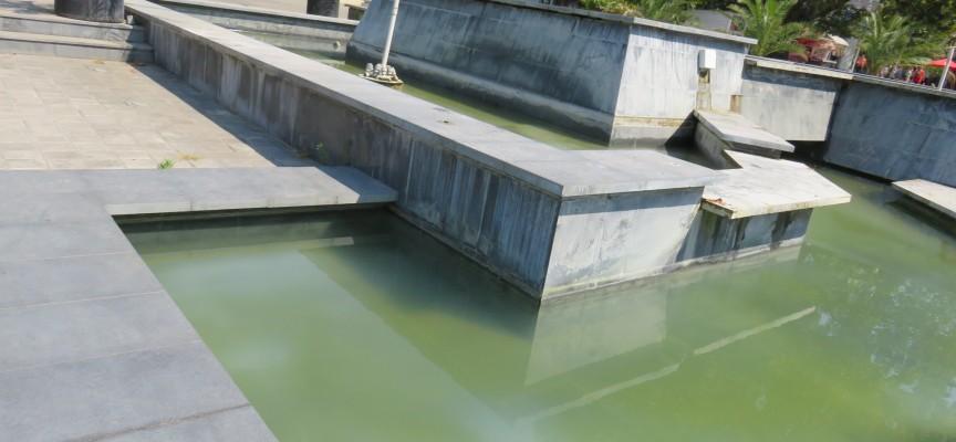 Изпомпват водата от фонтана на Тортата, ще го чистят