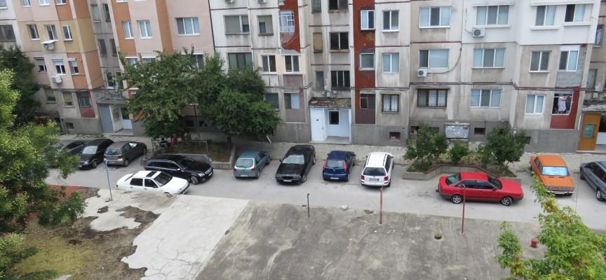 Паркирането – проблем за Пазарджик, всяко трето семейство кара по две коли