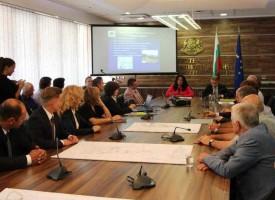 Министър Павлова сложи параф под договора за Луда Яна, правят язовира за 900 дни