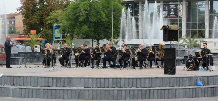 Симфоничният концерт в Пазарджик изпревари дъжда