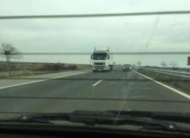 Иззеха незаконни цигари на магистралата