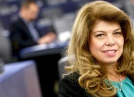 Илияна Йотова с критика към ЕК за слабостите в решаването на мигационната криза