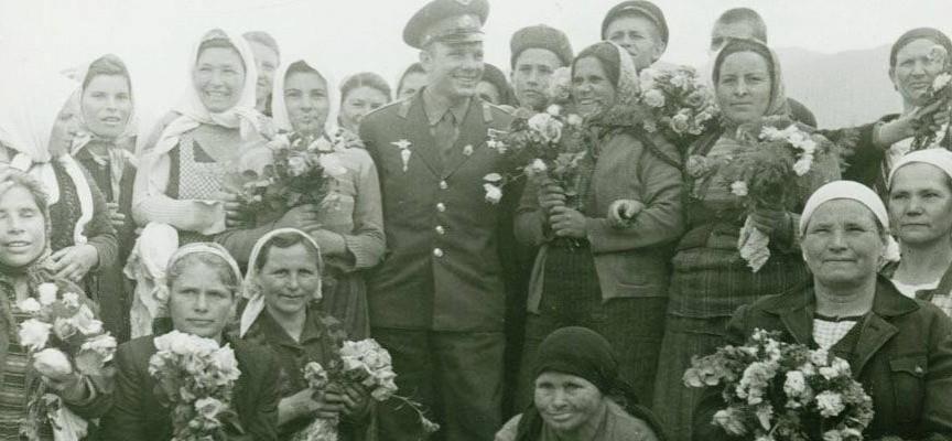 Ясна е самоличността на жените от снимката с Гагарин