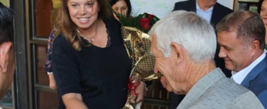 Над 200 очакваха срещата си с Йотова в Пазарджик
