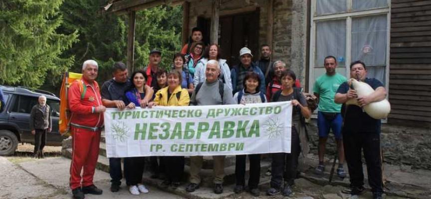 15 планинари от Септември направиха преход в Родопите