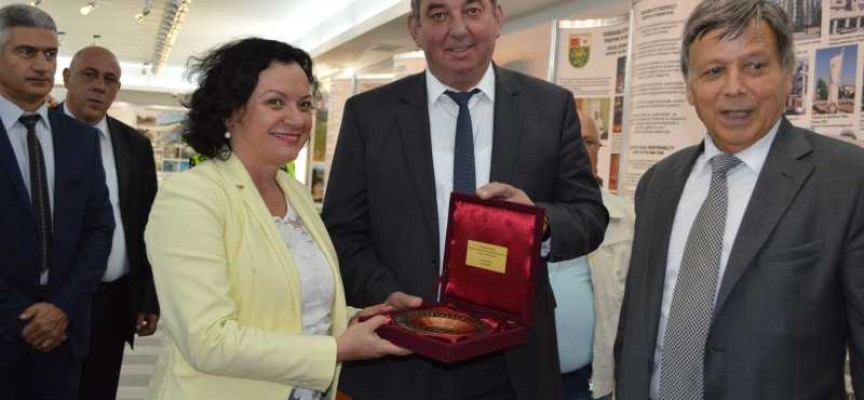 "Министър Ивелина Василева посети ""Асарел Медет"""