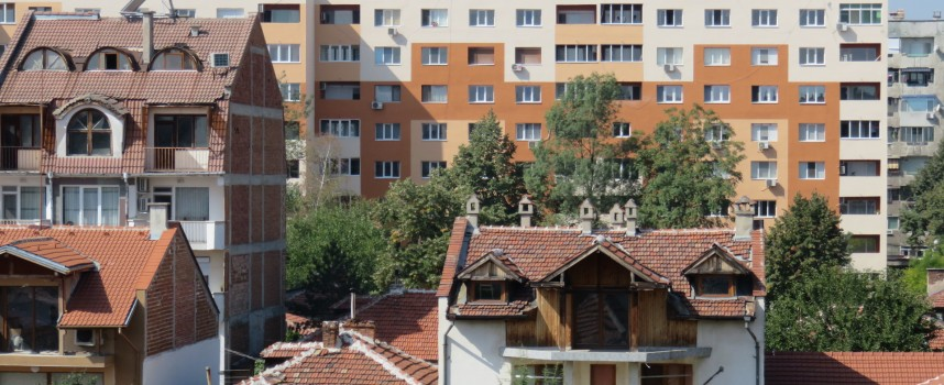 """Ето как изглежда фасадата на новосанирания блок на ул. """"Дунав"""" в Пазарджик"""
