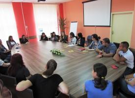Министър Захариева: Опростяваме процедурите за осиновяване