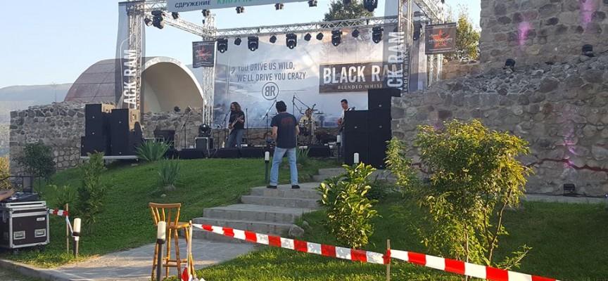 Тази вечер: БТР, Рока Рола и Мишо Паев с концерт на Перистера