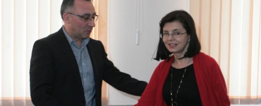 Министър Кунева и заместникът ѝ Диян Стаматов идват в Пазарджик за Маратона на четенето