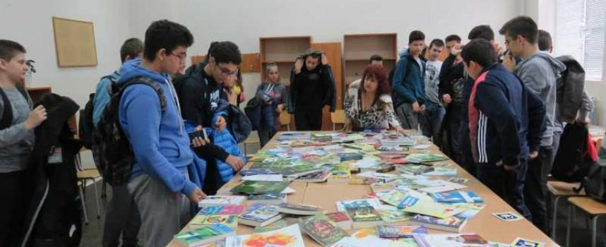 """Маратон на четенето се проведе в МГ """"Константин Величков"""", школото създаде училищна библиотека"""