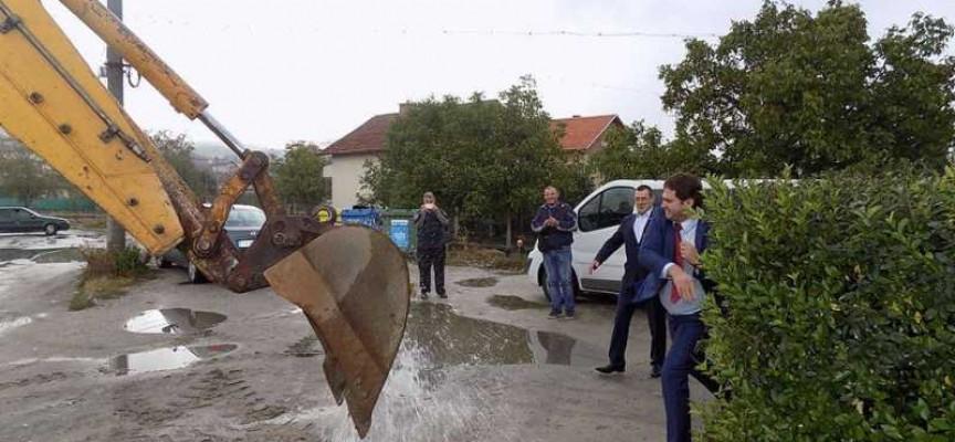 Реконструкция на водопровод и празника на общините отбелязаха в Стрелча
