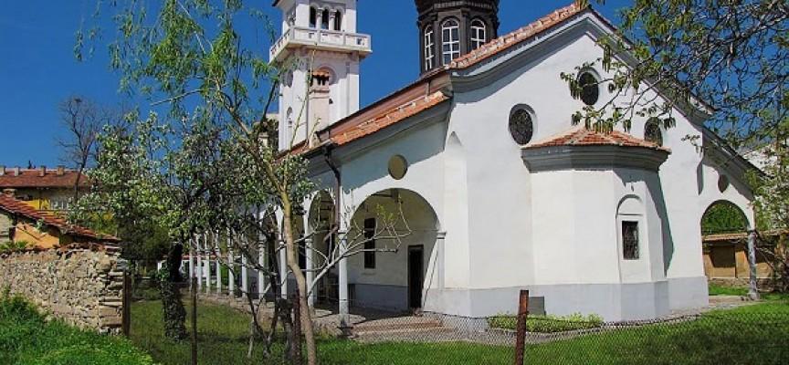 Църквите на Пазарджик: Ще потачим Св. Петка в едноименния храм, прочетете легендата