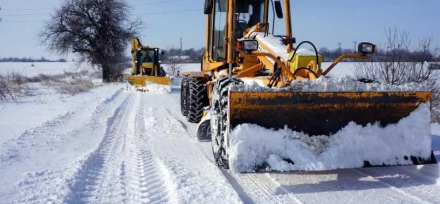 Заради снега: Два товарни автомобила закъсаха на пътя Велинград – Сърница