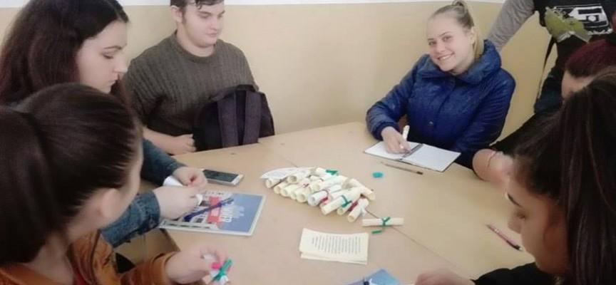 """1300 свитъка със завети на Будителите стягат в гимназия """"Иван Аксаков"""""""