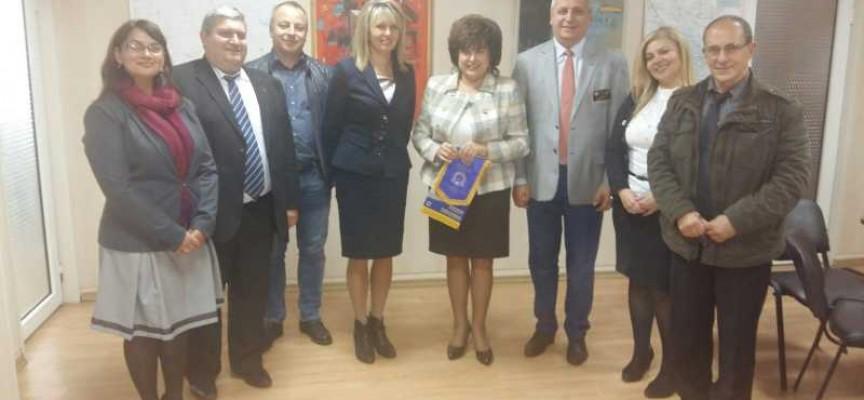 На връх именния му ден: Губернаторката се срещна с дистрикт гуверньора на Ротари