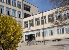 """Меглена Кунева събира в """"Химията"""" школски шефове и бизнес, искат от нея работна ръка"""