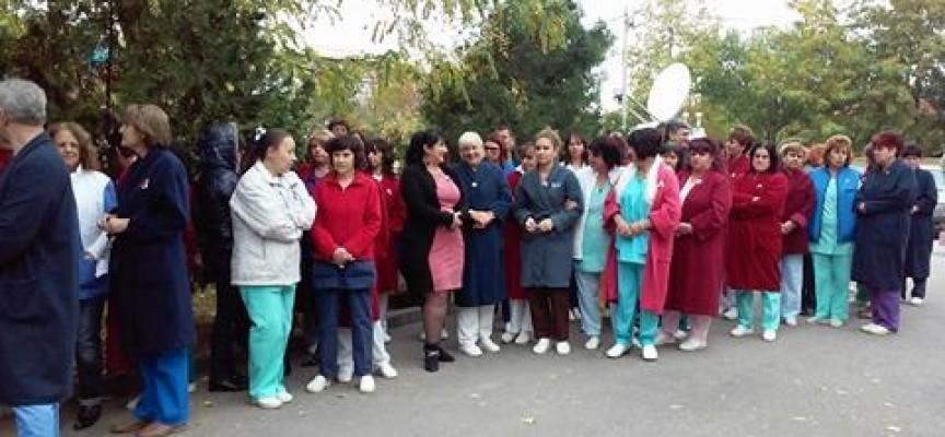 Лекарите се събраха на протест в защита на д-р Гергана Анчева