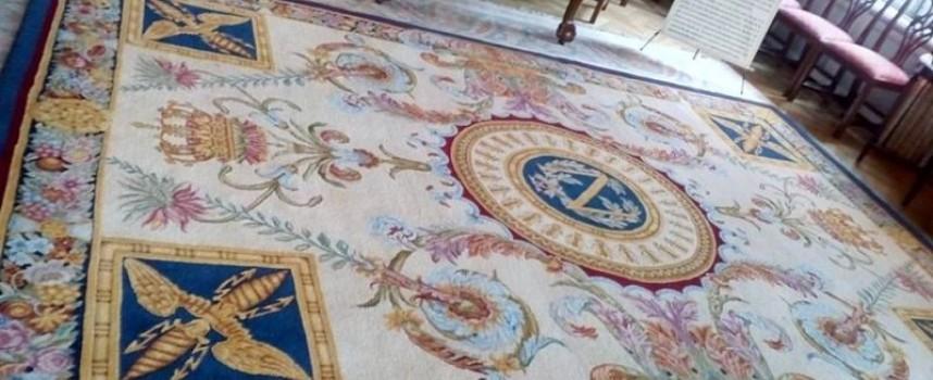 Костандово праща два килима за залите на Версай
