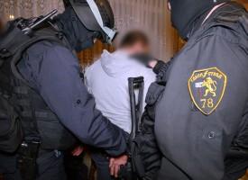 Задържаха трима за трафик на проститутки