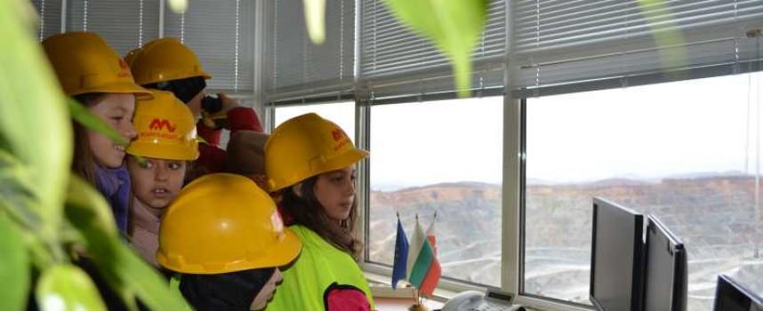 """Децата на """"Асарел"""" -ци посетиха минния гигант в Панагюрище"""