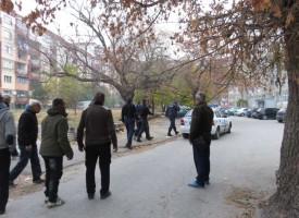 """Нов екшън на ул. """"Дунав"""", мъж стреля по жени с оптична пушка"""