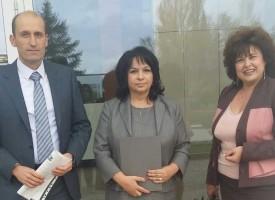 """Министър Петкова благодари на """"Биовет"""" за ползваната от тях """"Зелена енергия"""""""
