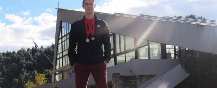 """СК""""Шампион"""" отново с медалисти в плуването"""