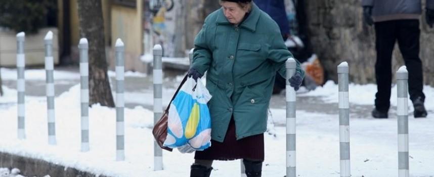 Чистят от снега Стрелча като натрупа 5 сантиметра