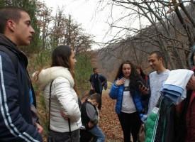 Млади туристи от Сградото на първи поход в планината