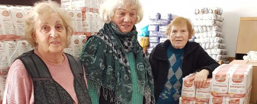 Кметът на Пещера дари хранителни пакети на 543 души от общината