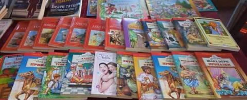 230 книги постъпиха във фонда на библиотеката в Звъничево