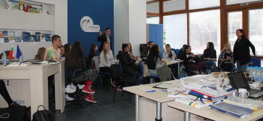 Деца от Икономиката слушаха лекция за Председателството ни в ЕС