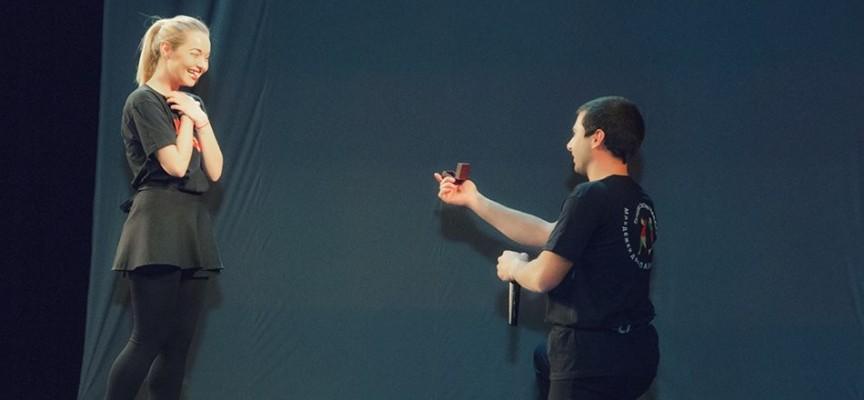 """На сцената: С годежен пръстен завърши концертът на """"Чавдар"""""""