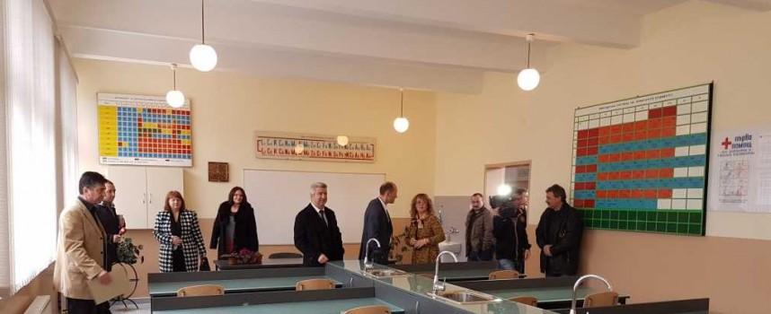 """Нов лабораторен корпус на ПГХВТ""""Атанас Ченгелев"""" откриха в Пещера"""