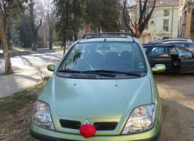 Коледна украса плъпна и по автомобилите