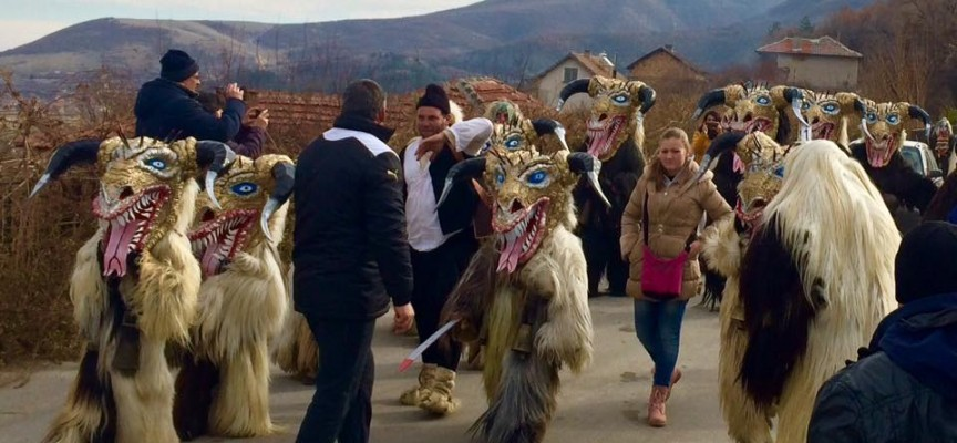 УТРЕ: Кукери ще гонят злото във Варвара и Ветрен дол
