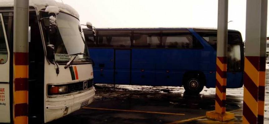 На Автогарата: Сняг отмени първия курс към Велинград, сега всичко е наред