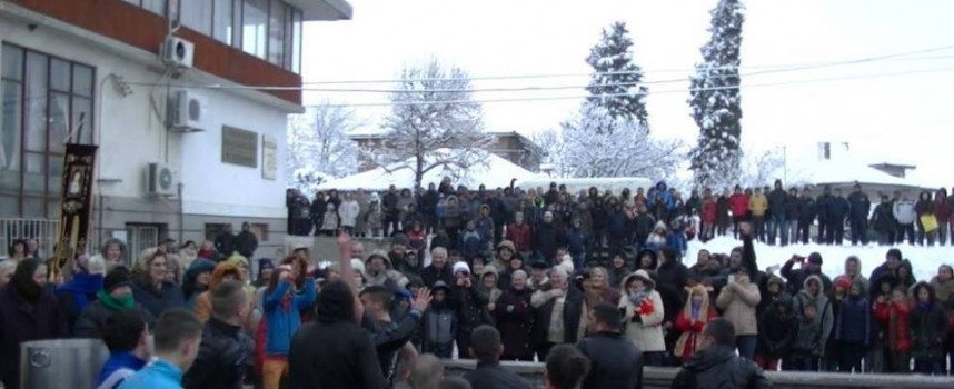 В Септември: За втора поредна година Кирил Пенков хвана Богоявленския кръст