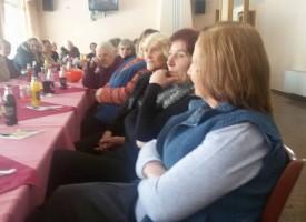 Равногорските баби и прабаби извиха хоро в чест на акушерките