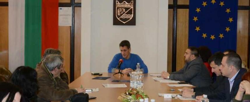 В Пазарджик и общината: Кметът Тодор Попов пусна децата във ваканция до 16 януари