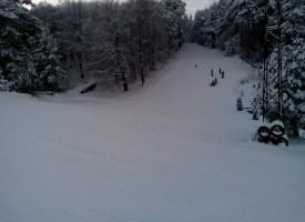 Снегът ще трупа и утре