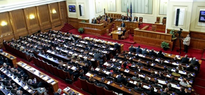 На първо четене: Парламентът прие промени в НК за неизбежна отбрана