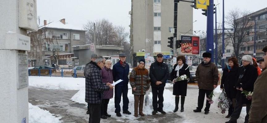 Пазарджик погреба костите на своя Спасител в Алеята на почетните граждани