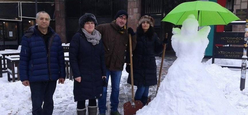 Галерията кани на календар и снежен ангел