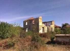 Къщата на Илия Минев тъне в разруха, общински съветник иска да бъда превърната в музей
