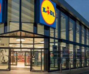 Lidl прави нова подредба в пазарджишкия си магазин, като начало сменя фасона на входа