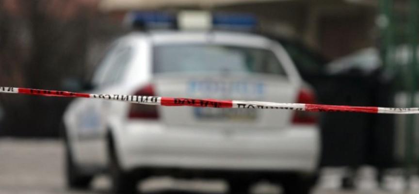 Неизвестен блъсна три коли и се заби във витрина в Панагюрище, изостави возилото, в момента го издирват
