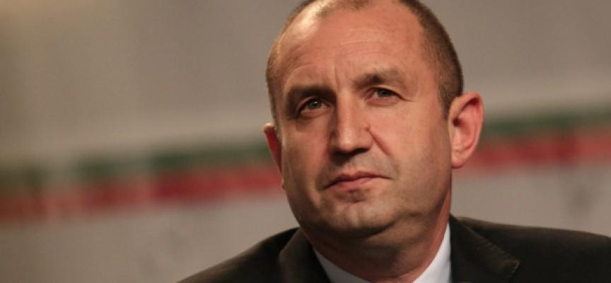 Държавният глава Румен Радев: Или апатията ще продължи да опразва България, или улицата ще помете статуквото