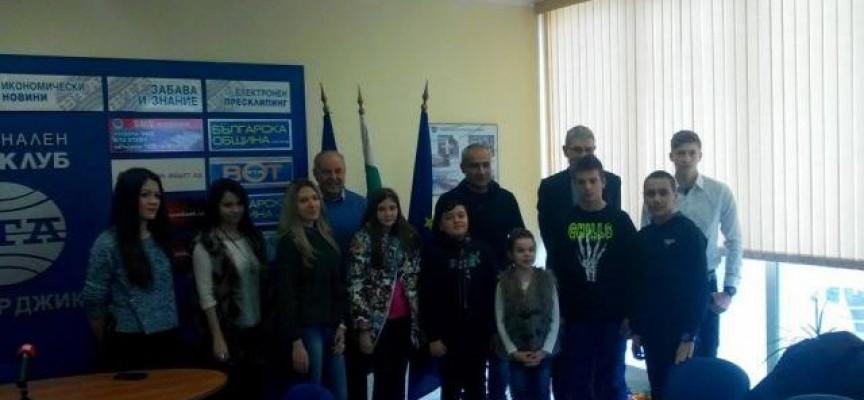 Девет деца от Пазарджик станаха стипендианти на новата фондация